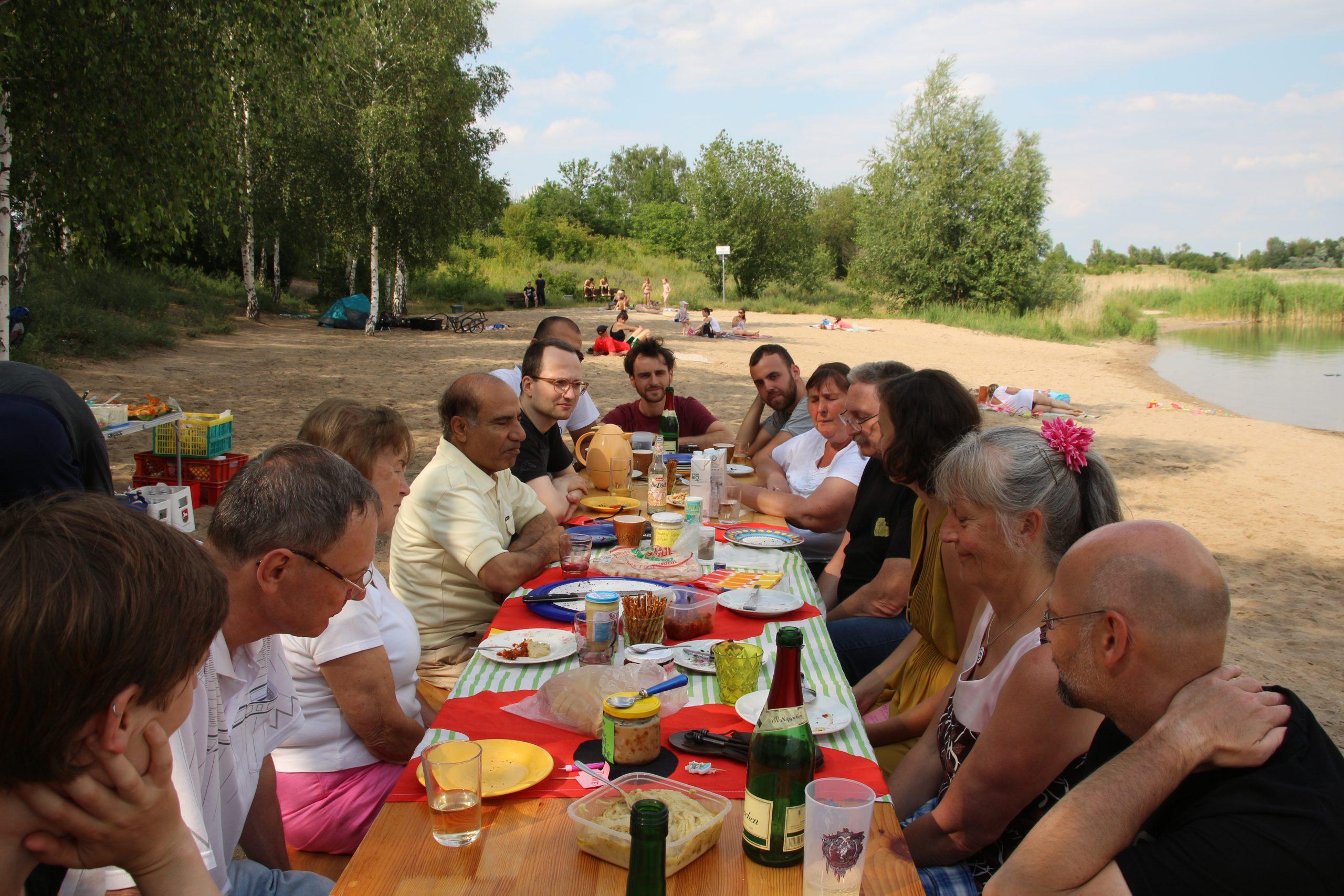Picknick mit unseren ehrenamtlichen Mitarbeitern am See